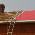 Laying steel roofing